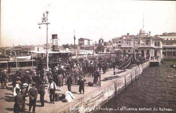 H προκυμαία   του νησιού στα 1925.