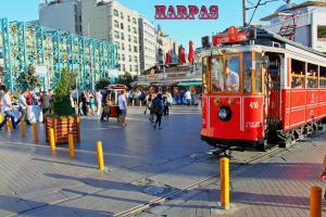 Η πλατεία Ταξίμ ( Taksim  square )